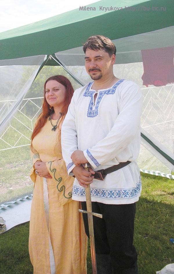 Морриган, красавица. Мужчина показывал представление с настоящими мечами. К сожалению его имя не запомнила.